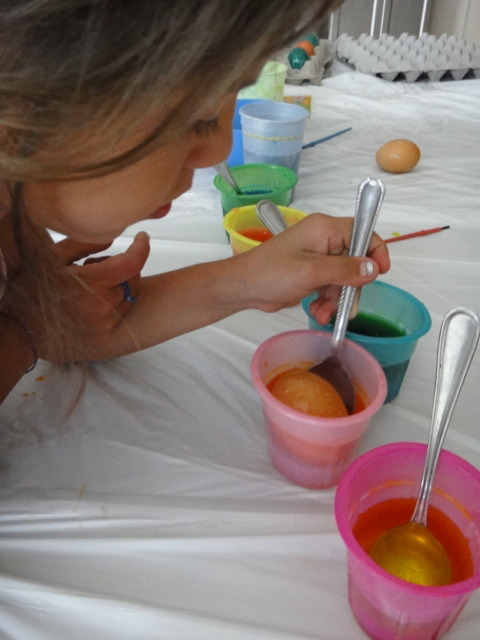 Coloring_easter_eggs_2
