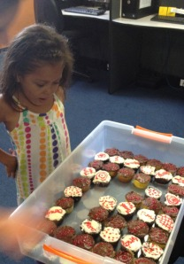 Aly_and_cupcakes